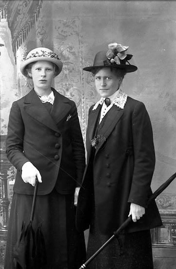 """Enligt fotografens journal Lyckorna 1909-1918: """"Kleen, Fr. Hedda Ljungskile""""."""