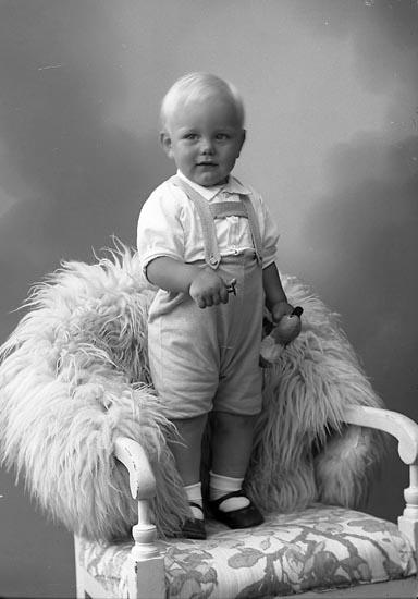 """Enligt fotografens journal nr 6 1930-1943: """"Karlsson, Karl Melker Varvet Här""""."""