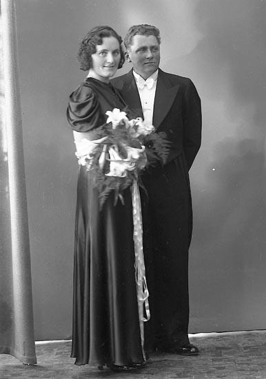 """Enligt fotografens journal nr 6 1930-1943: """"Hermansson, Oskar Hagen, Stenungsund""""."""