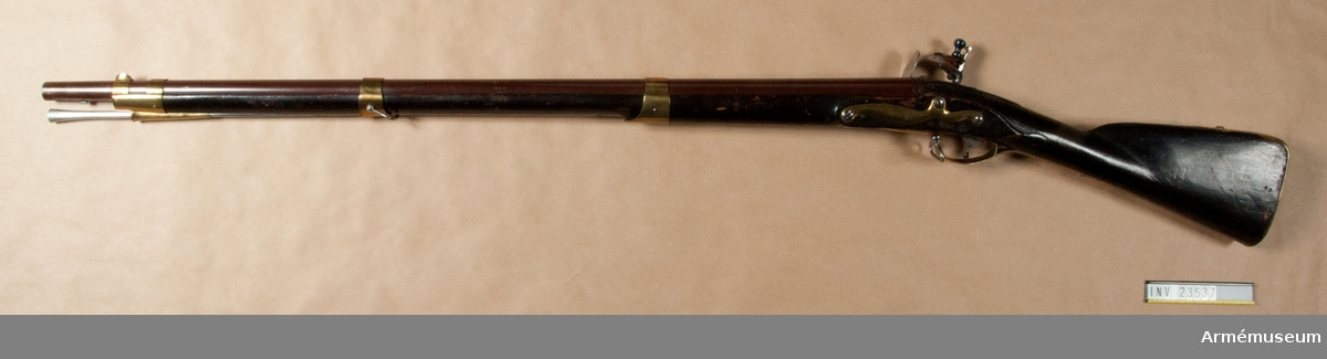 Grupp E II.  Samhörande nr är: 23537-8, gevär, bajonett.