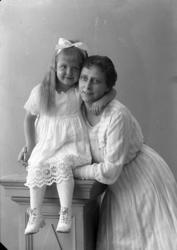 """Enligt fotografens journal nr 4 1918-1922: """"Bäfverfeldt, Fr."""
