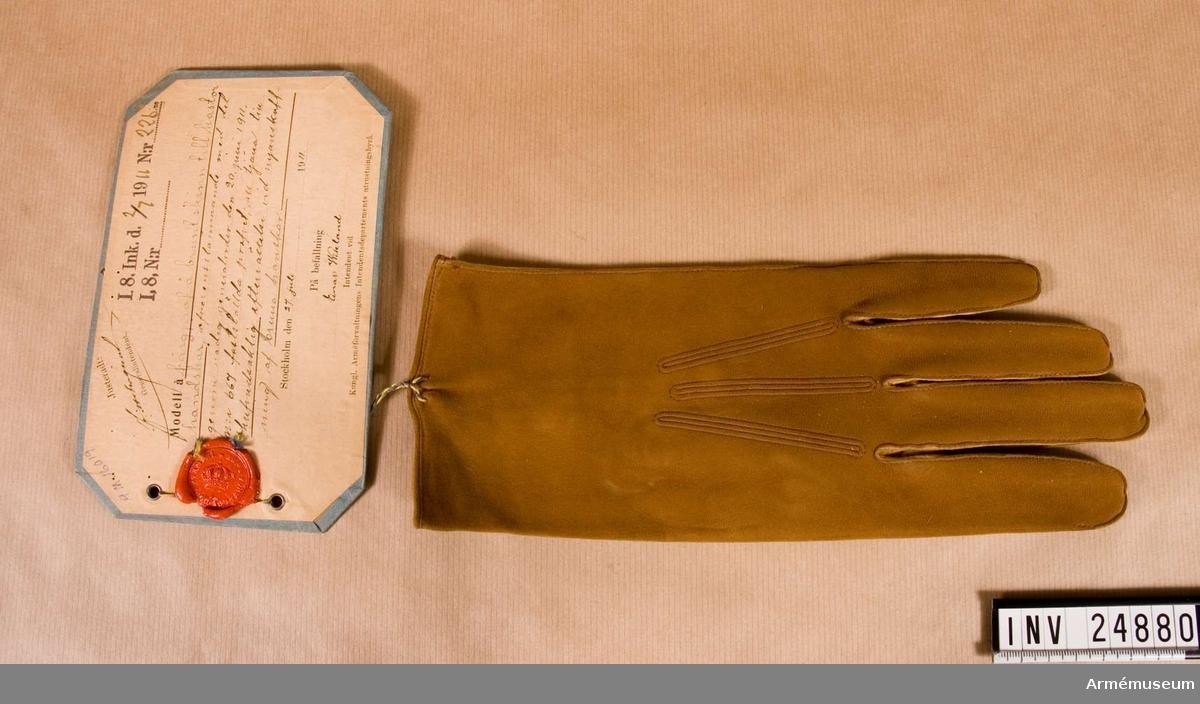 Färgprov m/1911, Upplands infanterireg.Grupp C I.Till kastorshandskar att tjäna till huvudsaklig efterrättelse vid nyanskaffning av bruna handskar.