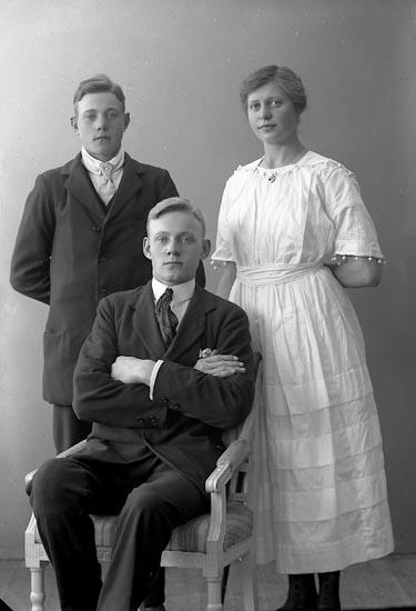 """Enligt fotografens journal nr 4 1918-1922: """"Johansson, Gerda L-a Nolby Kode""""."""