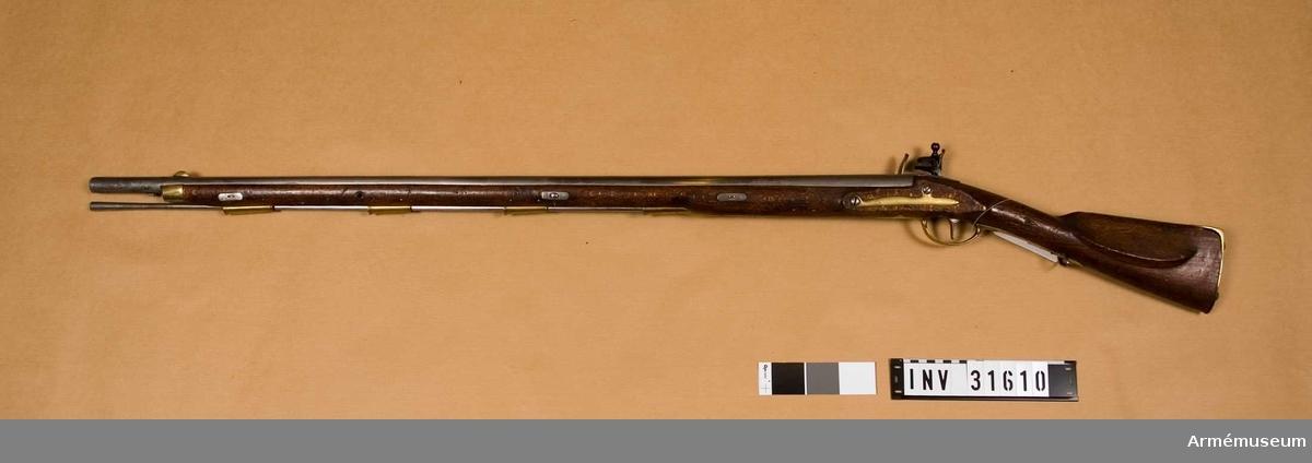 Grupp E II.  Samhörande nr är: 31610-1, gevär, bajonett.