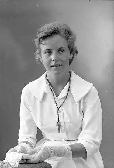 """Enligt fotografens journal nr 8 1951-1957: """"Liljefors, Fr. Gunilla Skansg. 1 Hälsingborg."""