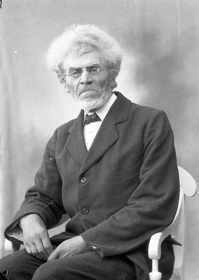 """Enligt fotografens journal nr 5 1923-1929: """"Olsén, B. Myggenäs Hjälteby""""."""