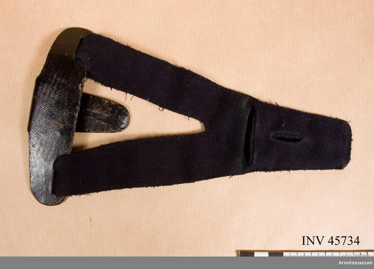 Grupp C I. Gehäng till civiluniformsvapen. Samhörande nr 45733-4, 2 st gehäng.