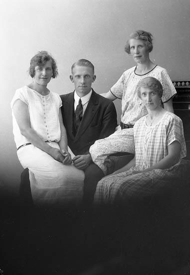 """Enligt fotografens journal nr 5 1923-1929: """"Andersson, Evert Silvermyren Här""""."""