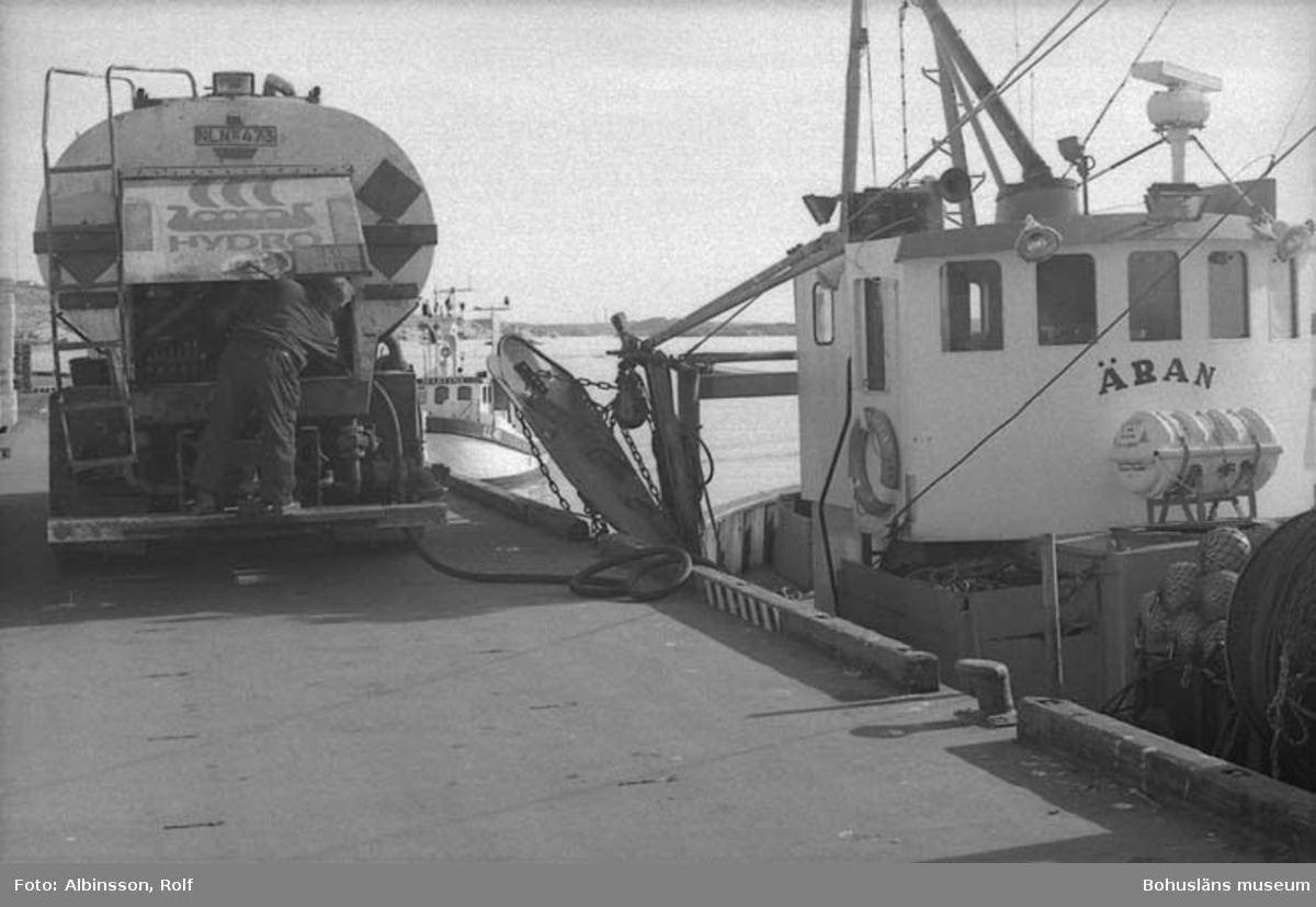 """Enligt fotografens noteringar: """"Norsk Hydros oljebil.""""  Fototid: 1996-03-07."""