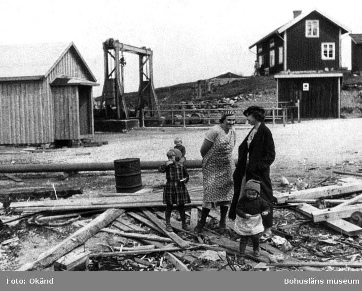 """"""" Fru Christensson, Ester Andersson + barnen Kerstin o. Nancy."""" """"1.664"""""""