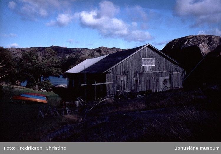 """Motivbeskrivning: """"Holmuddens varv, Orust."""" Datum: Sept 1980."""