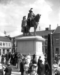 Staty på Kungstorget i Uddevalla föreställande kung Karl X G