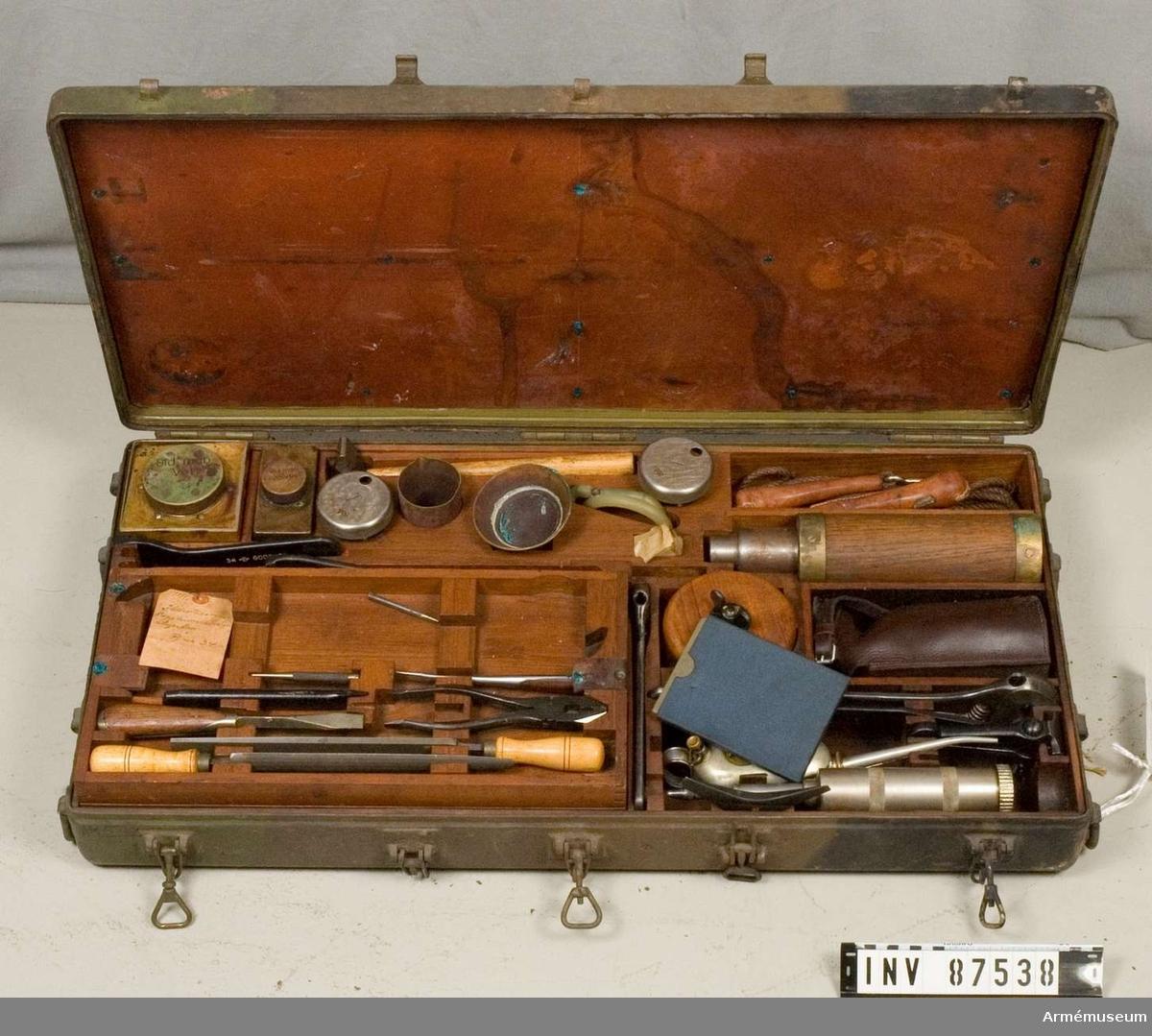 Tillbehörslåda B. Till 8 cm luftvärnskanon m/1940 H, nr 34. Vkt, packningar, linor m.m.