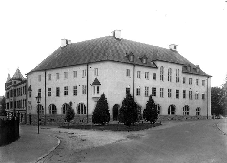 """Enligt tidigare noteringar: """"Post- och Telegrafhuset, i hörnet Trädgårdsgatan - Lagerbergsgatan."""""""