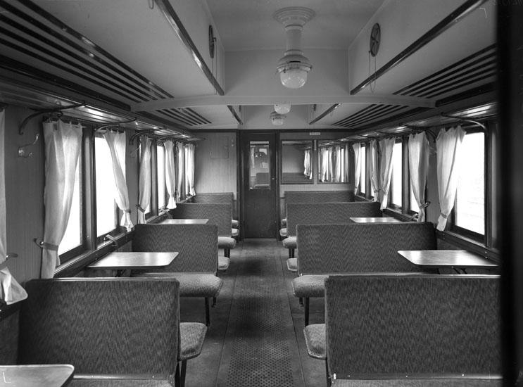 """Uppgift enligt fotografen: """"Uddevalla. Interiör från järnvägsvagn UVHJ."""""""
