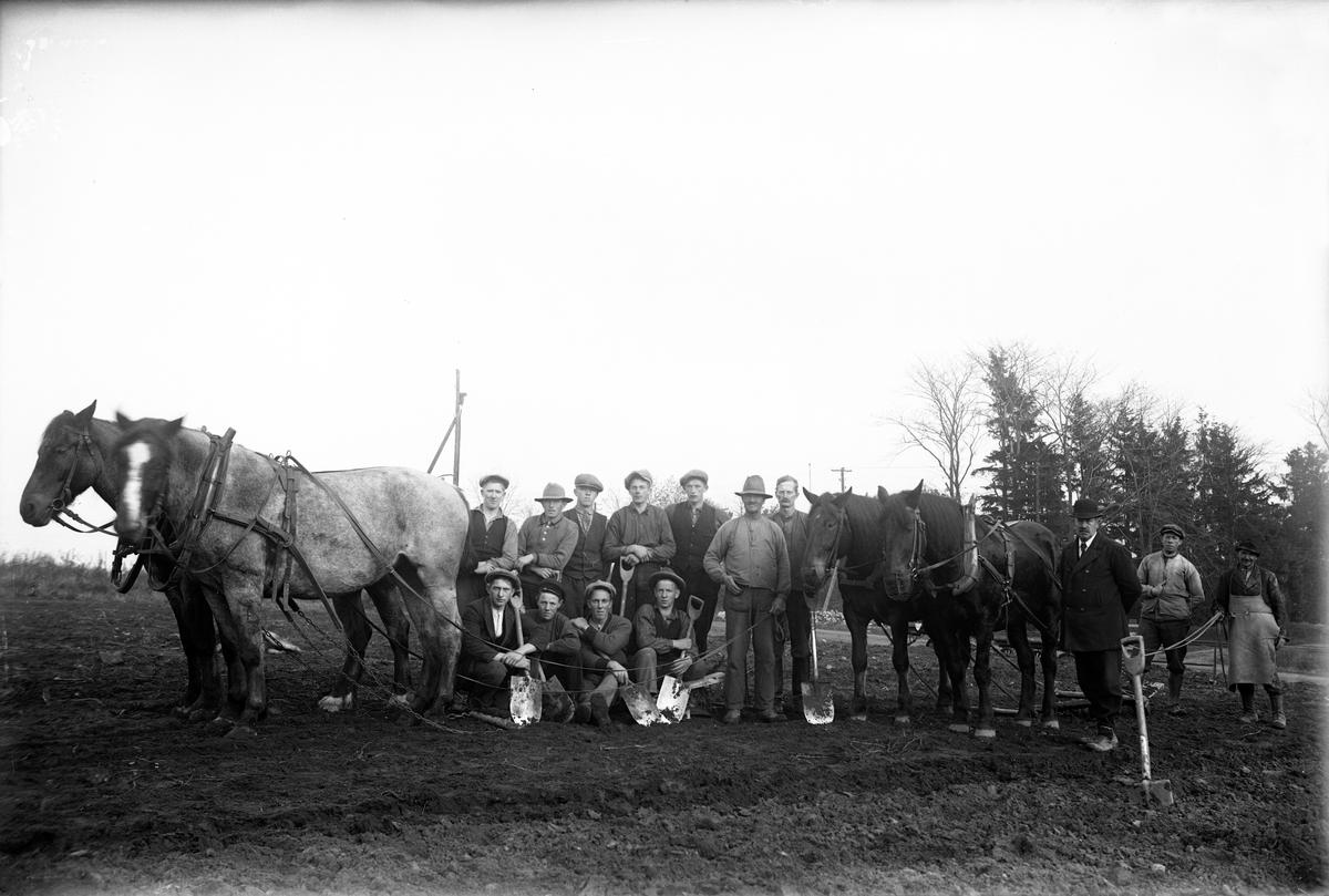 Lantarbetare med hästar i Jönköping.