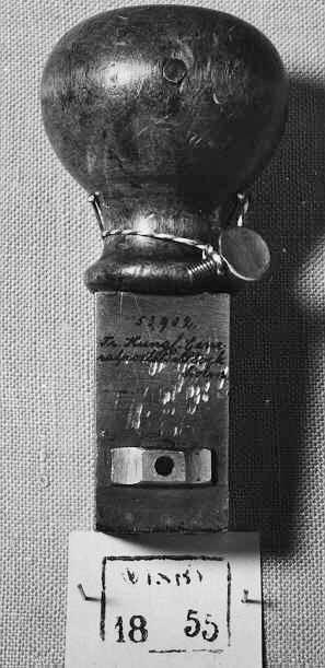"""Datumstämpel av fyrkantstyp med heldragen ram och ortsnamnet""""WISBY"""" i linje. Normalstämpel 7 enligt stämpelhandboken, 1952. Användes av postkontoret i Visby mellan åren 1851-1855. Under perioden 1838-1855 användes i Visby 4 fyrkantstämplar. Normalstämpel 7 var allmän från 1830 till 1850 -talets slut."""
