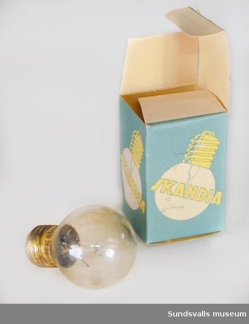 Glödlampa med klart glas, med tillhörande kartong