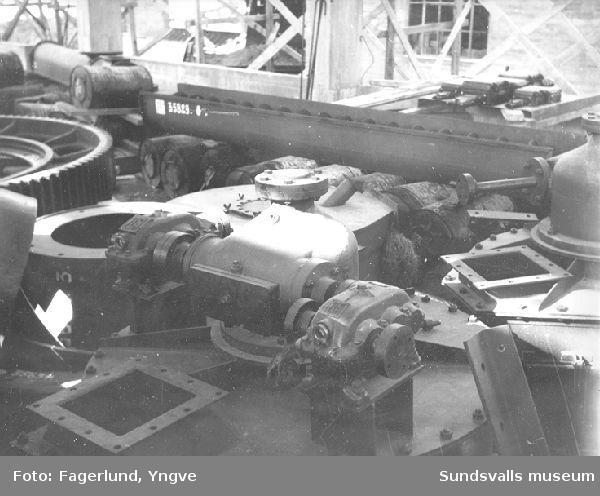 Maskinrutrustning till karbidfabrikens kvarnrum installeras, Stockviksverken.