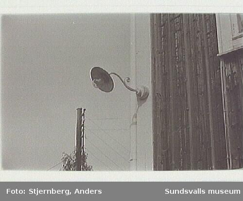 Väggarmatur på SV gaveln till bostadshuset fr 1825.