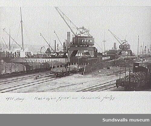 Kolkajen fylld av lossande fartyg.