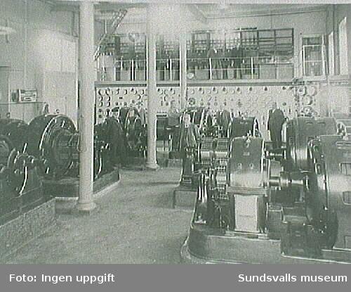 Maskinisten med maskiner och instrumenetpanel eletricitetsverket, omkring 1930.
