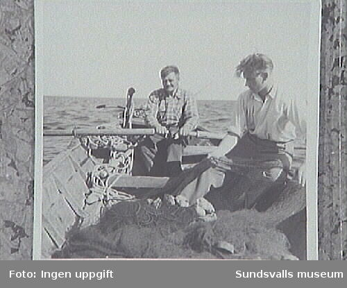 "Lasse Andersson ""Stockvikslasse"" och Gunnar Svensson på fisketur,Junibosand."