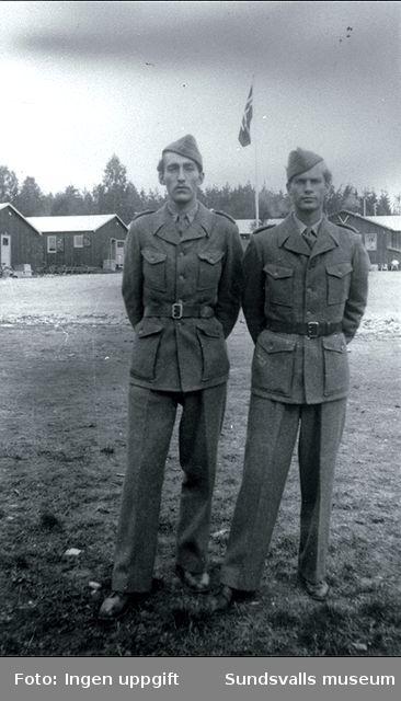 """""""To staute karer fra Sandefjord i Norge.""""   (Magnus Hovd, Mosby, augusti 1988)(Fotografiet troligen ej taget i Baggböle)"""