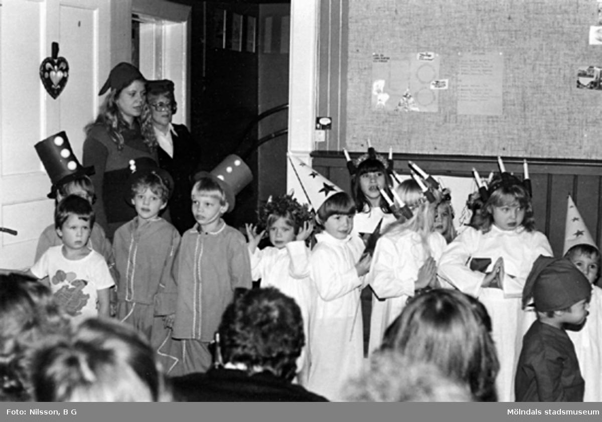 Ett luciatåg. Holtermanska daghemmet 1973.