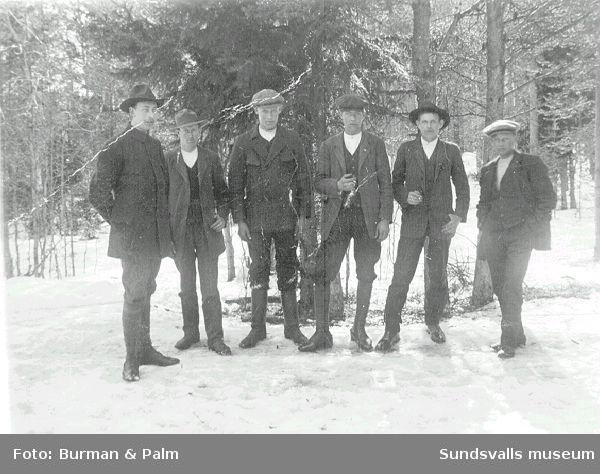 Grupp av män.