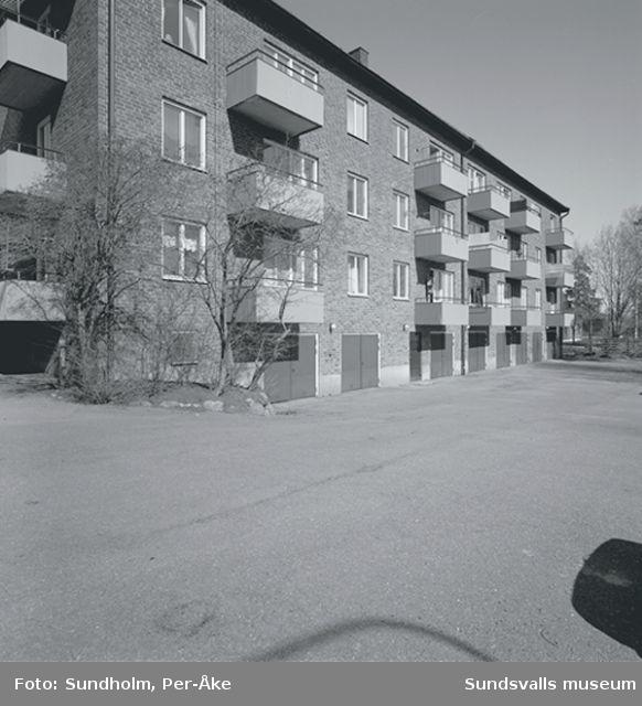 Inventering av 1940- och 50-talsområden utförd av Inger Söderholm, 1997. Västergatan 30.Byggår: 1953.  Arktiekt: Gunnar Wejke och Kjell Ödeen.
