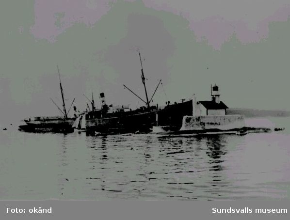 Engelska lastångaren Ben Clune grundstött på Draghällan 18 september 1903.