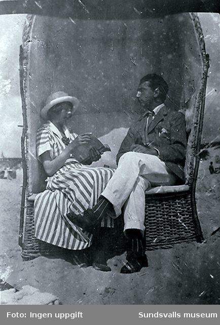 Sigrid Hjertén och Isaac Grünewald på stranden, Fanö, Danmark, 1917.