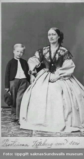 Prostinnan Tillberg med son
