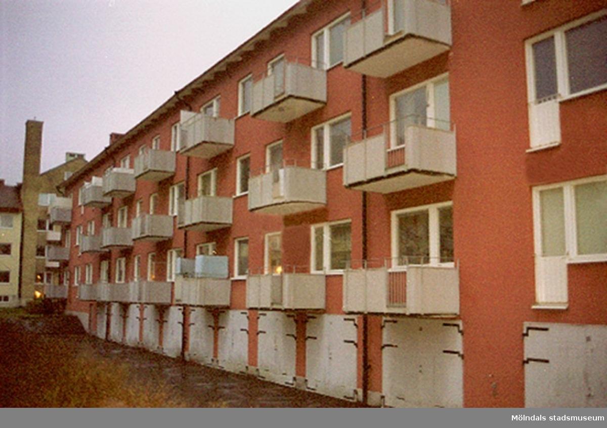 Byggnadsdokumentation år 2002 av balkonger på Hagåkersgatan, Leopold 3.