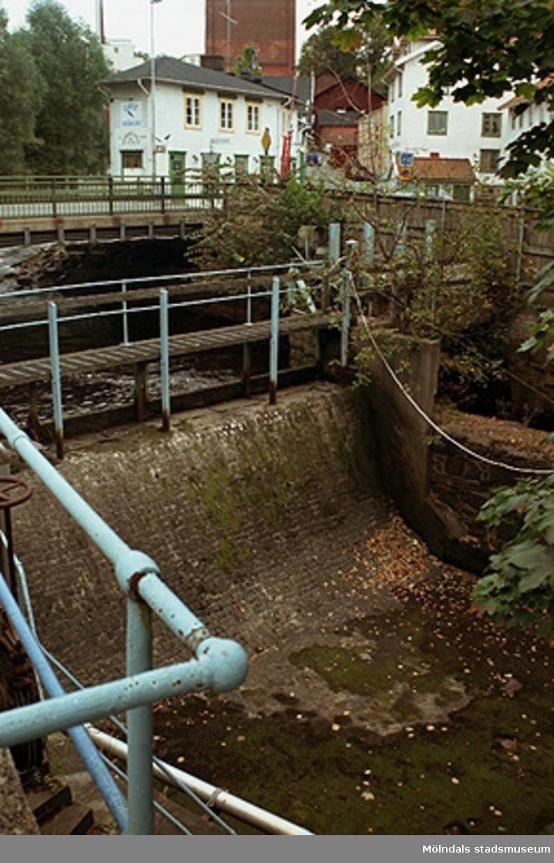 Papyrusområdet. Stenskott fall nära Forsebron. Från väster. September-oktober 1998.