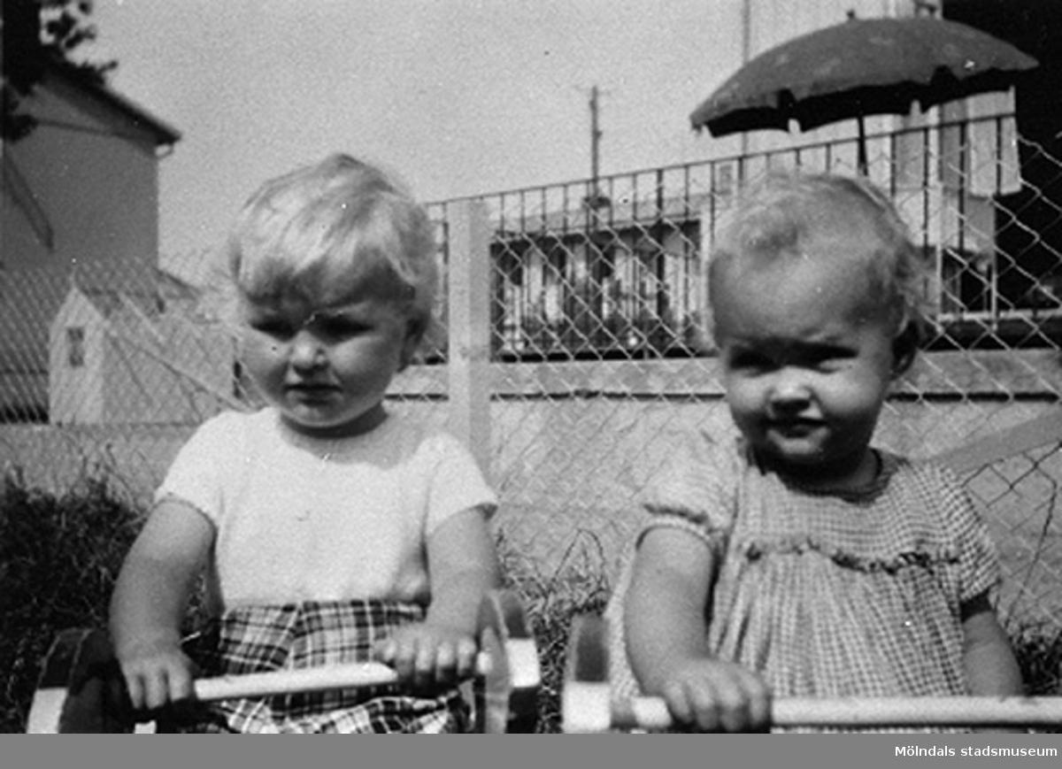 Två barn på Krokslätts daghem, Dalhemsgatan 7 i Krokslätt 1948-1951.