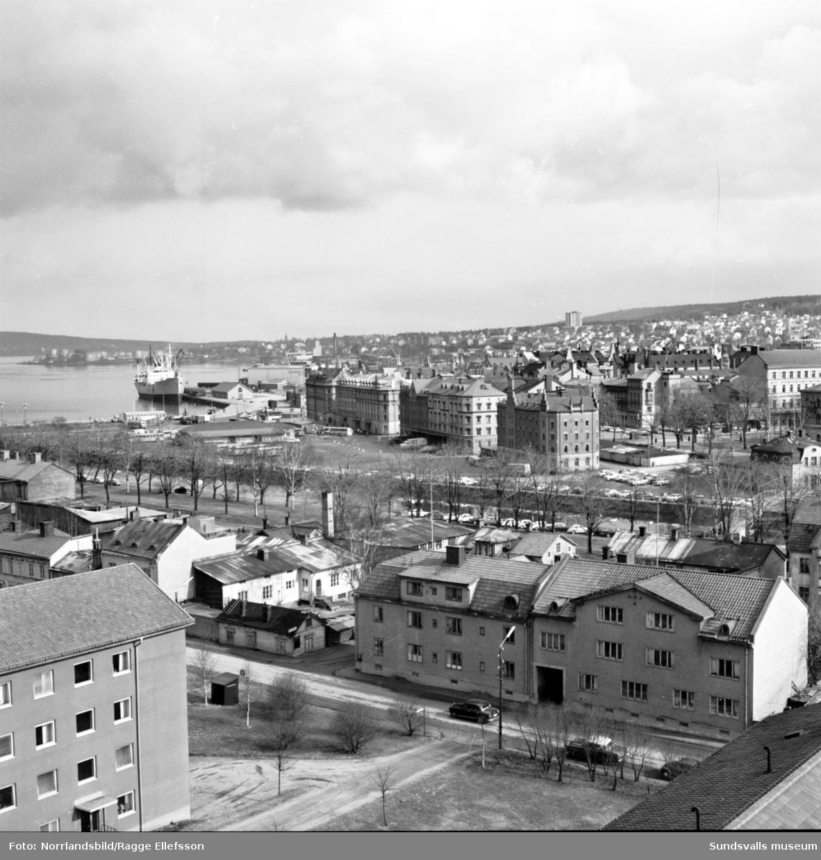 Sundsvall, fotograferat från Sjuksköterskeskrapan över hamnen och Norrmalm.