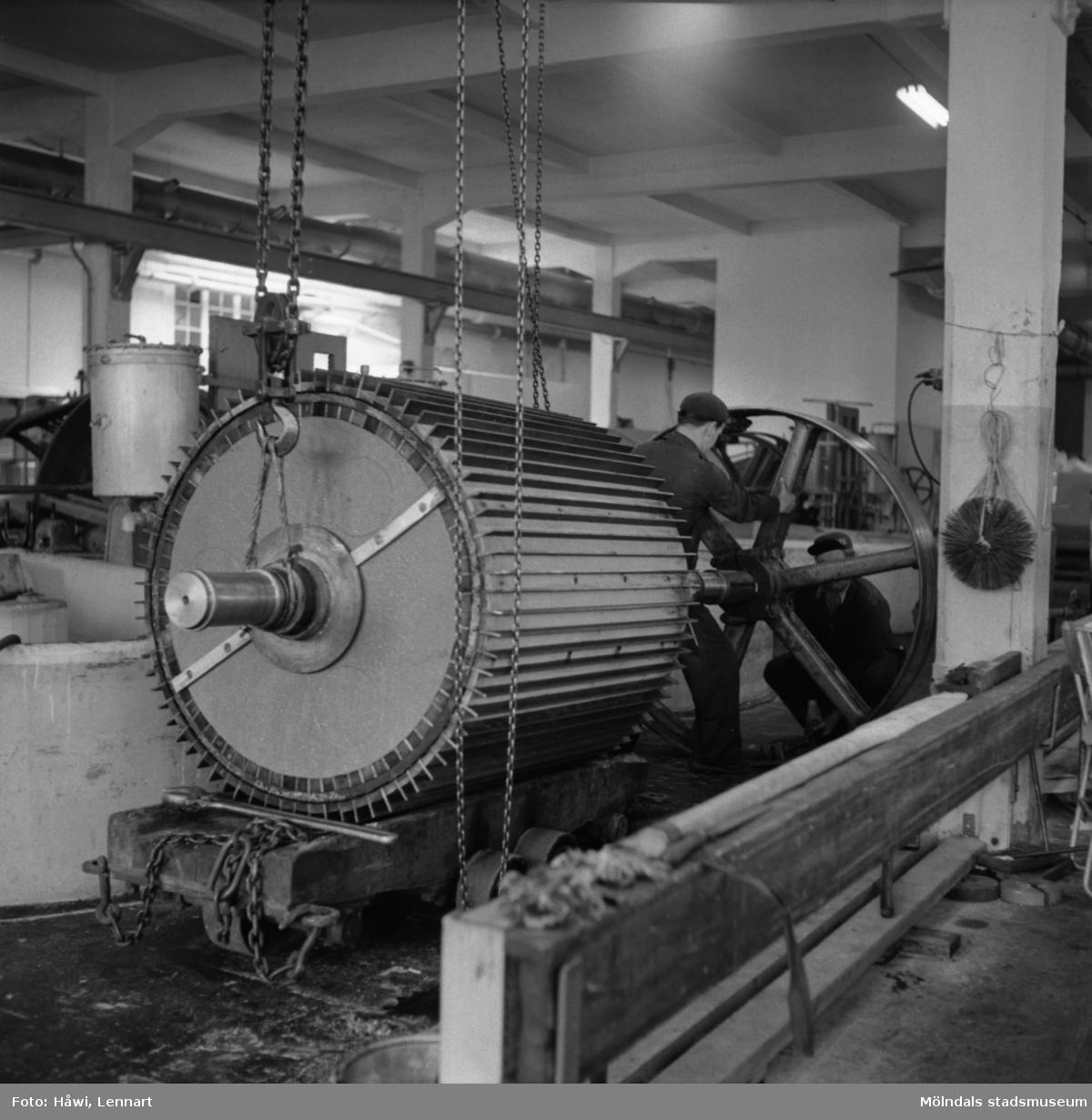 Män i arbete på Papyrus i Mölndal, 8/5 1955.