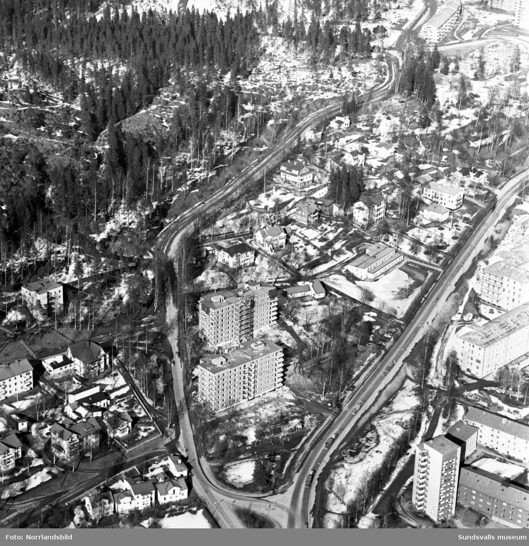 Flygfoto över Ludvigsbergshusen med Stadsbacken och Tivolivägen.