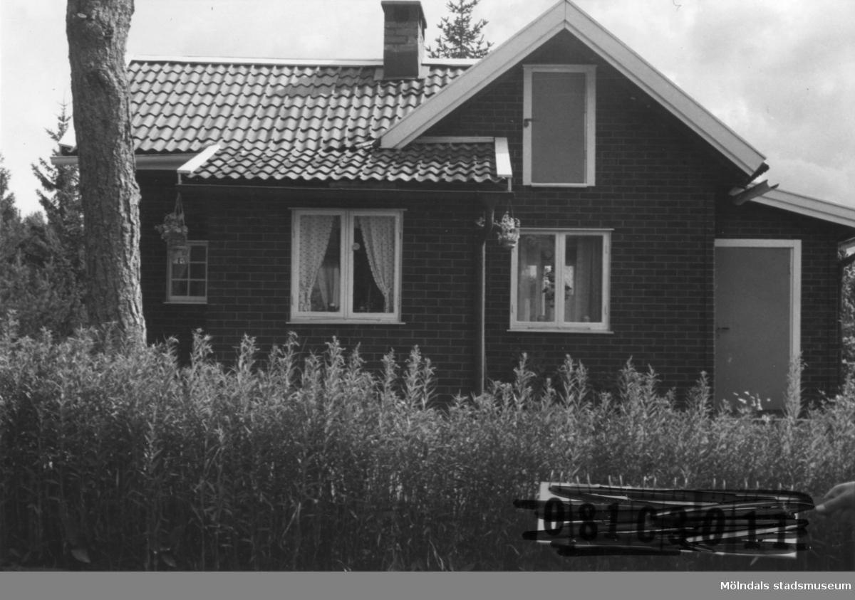 Byggnadsinventering i Lindome 1968. Knipered 1:6. Hus nr: 082D4002. Benämning:  fritidshus. Kvalitet: god. Material: tegelpapp.