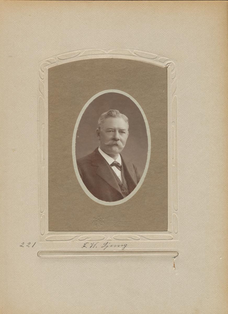 Porträtt av Fredrik Wilhelm Ljung,postmästare i Helsingborg 1892.