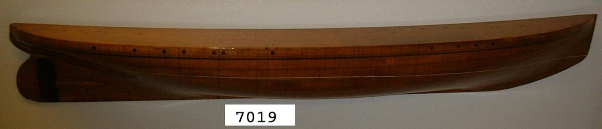 Halvmodell av kanonbåten Svensksund. Märkt nr 18.