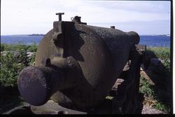 kanon stående på Drottningskär