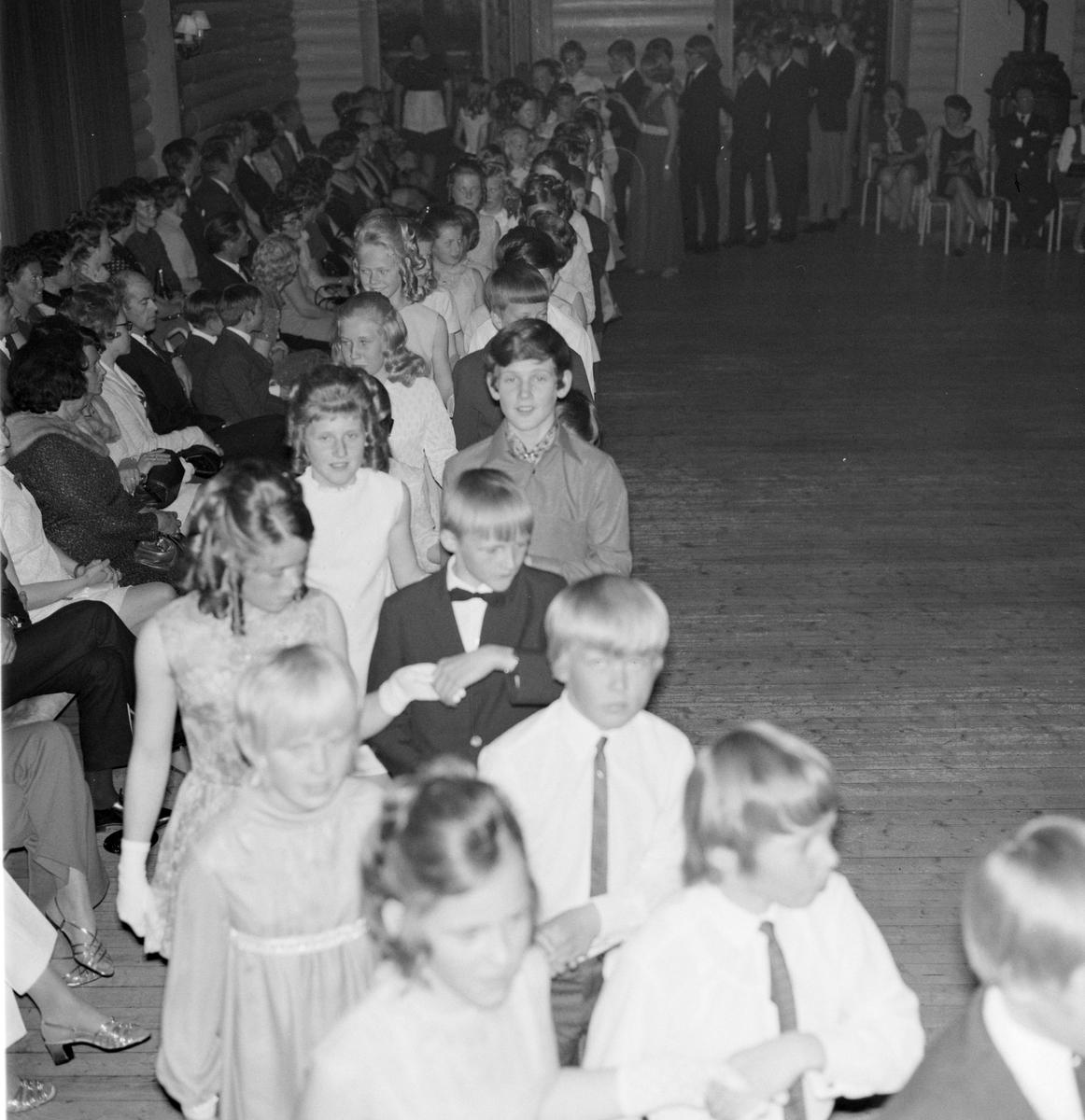 Danseskolen på Veldrom, Veldre, Byflaten. Dans, ball, barn.