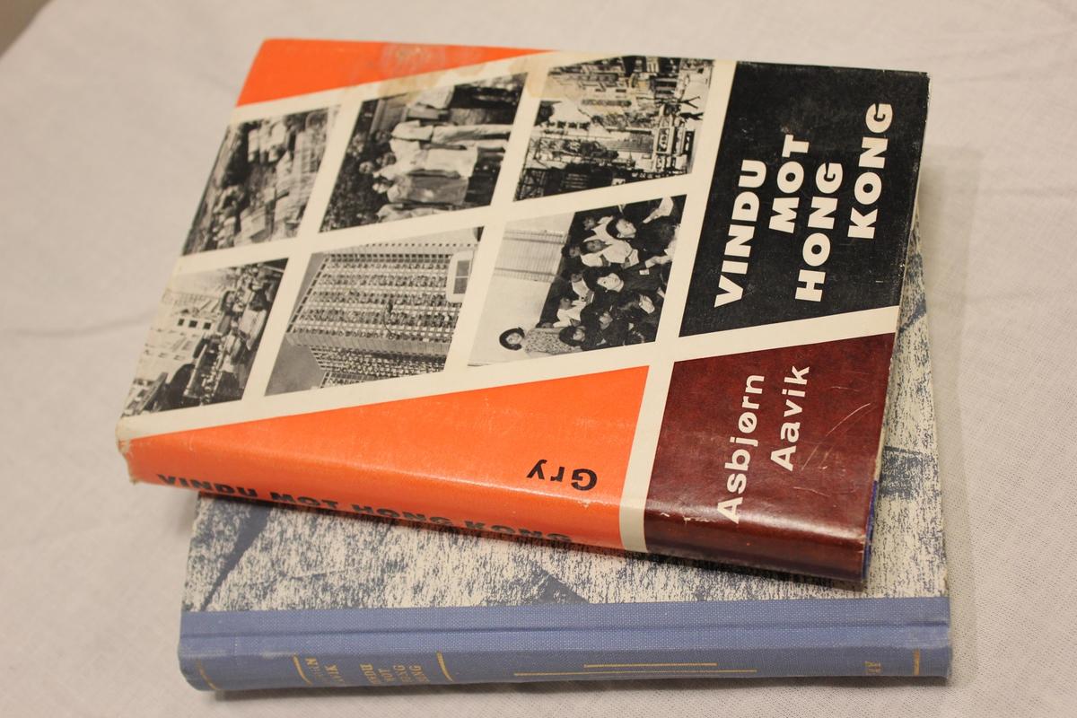 """Tittel """"VINDEN MOT HONG-KONG. Gry ForlagA/S. Omslag: G-B Tangen Trykk Drammen 1971.  Bok A: Bok B:Inskripsjon: """"Kjære Tante, Gledelig jul fra Ragna og Asbjørn""""."""