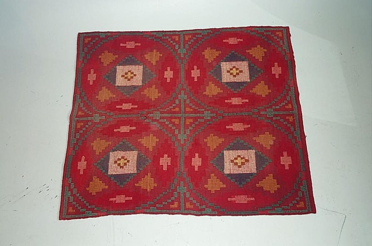 Form: Rektangulert Prydduk eller evnt. veggteppe/dekor
