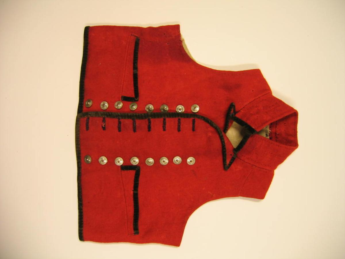 Form: Kort i livet - høg krage - 16 knappar - 2 lommer