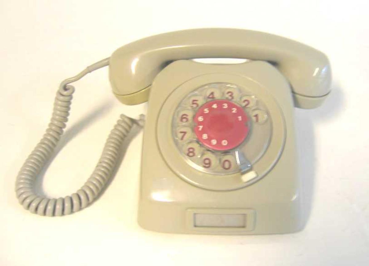 Bordtelefon med talskive