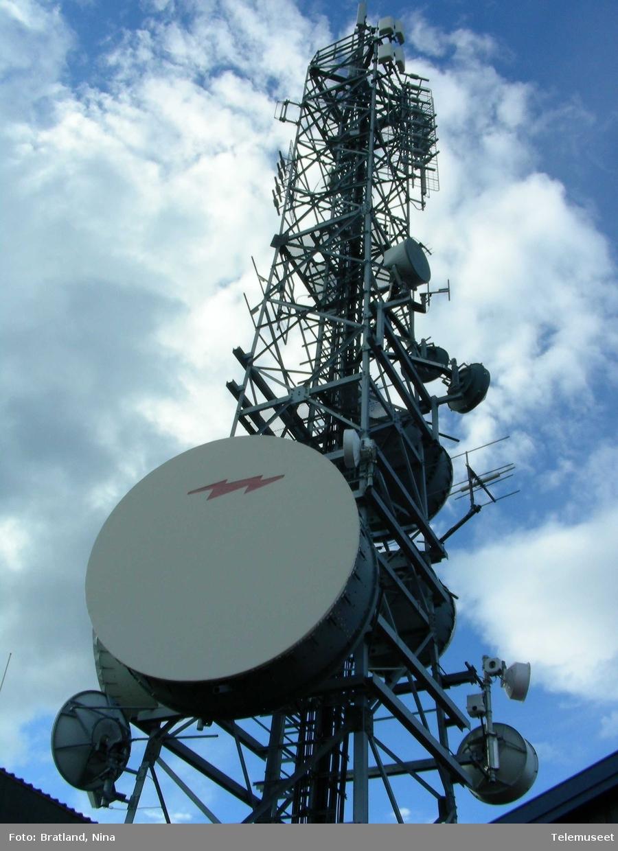 Radiolinjemast, fjernsynssforsterker, på Skjervøy i Nord-Troms